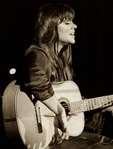 Melanie playing at woodstock 1969
